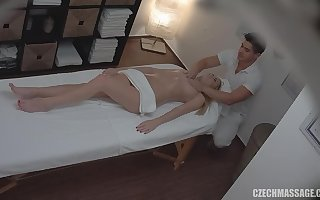 masseur touches say no to cow - palpate porn pic