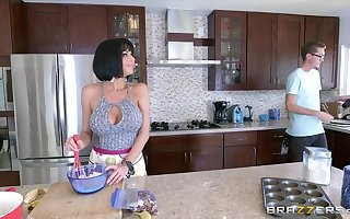 Brazzers - Veronica Avluv  - Overprotect Got Gut