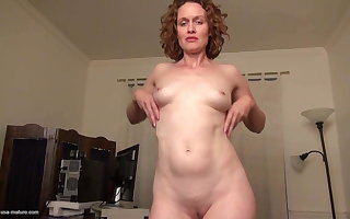 Flawless unprofessional housewife progenitrix feeding the brush pussy