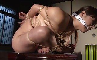 Japanese lass kinbaku