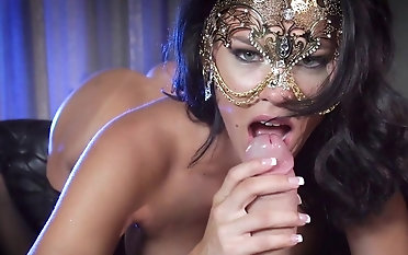 Unseeable milf unpropitious porn reverie around younger sponger