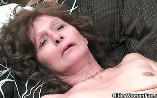 Granny yon saggy pair coupled with gradual pussy masturbates